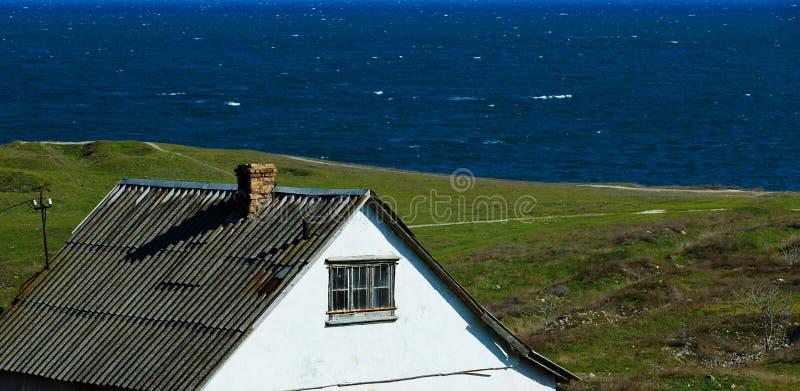 Casa cerca del mar imagen de archivo imagen de cielo for Cerca b b