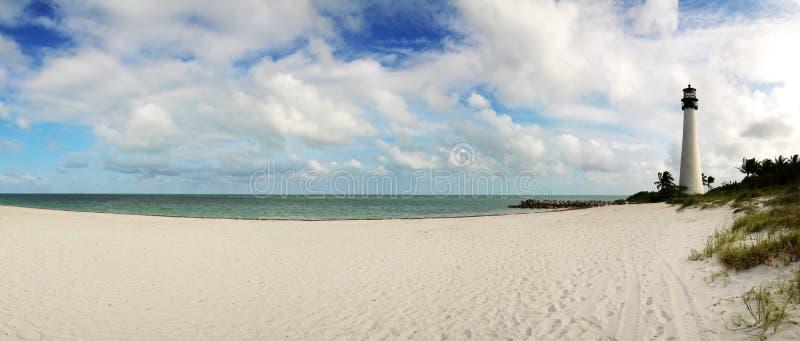 Casa chiara sulla spiaggia fotografia stock libera da diritti