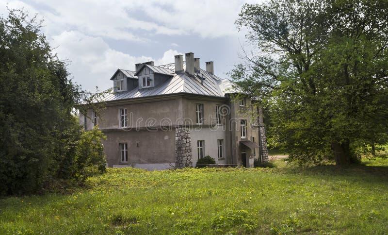 A casa cinzenta, um do monumento do campo de concentração alemão anterior Plaszow, Polônia imagens de stock royalty free