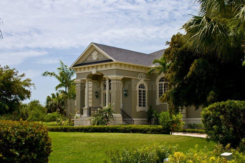 Casa cl ssica neo moderna imagem de stock royalty free for Casa moderna classica