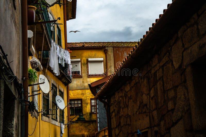 Casa clássica no colorfull do distrito de Porto ribeira fotos de stock