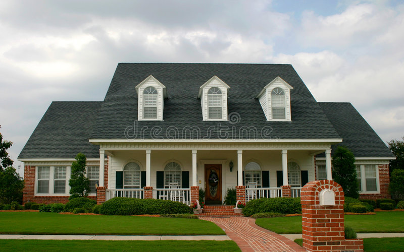 Casa clássica nova do estilo foto de stock royalty free