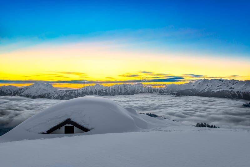 Casa coberta com a neve fotografia de stock royalty free