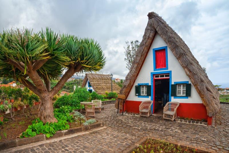Casa cobrida com sapê tradicional em Santana, ilha de Madeira de Madeira, Portugal imagens de stock royalty free