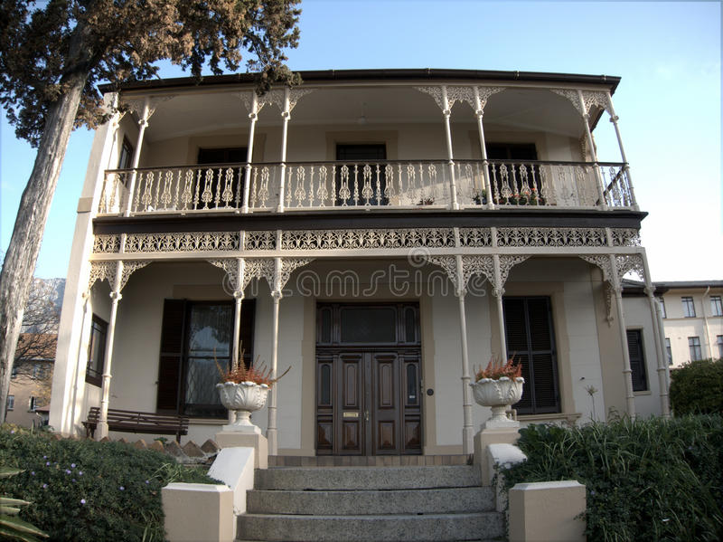 Casa colonial do estilo imagem de stock royalty free