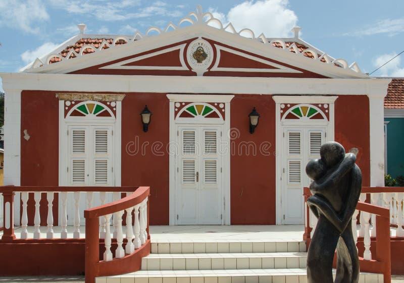 Casa colonial roja del estilo en Willemstad fotos de archivo libres de regalías