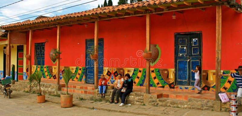 Casa coloniale variopinta, Raquira, Colombia fotografia stock libera da diritti