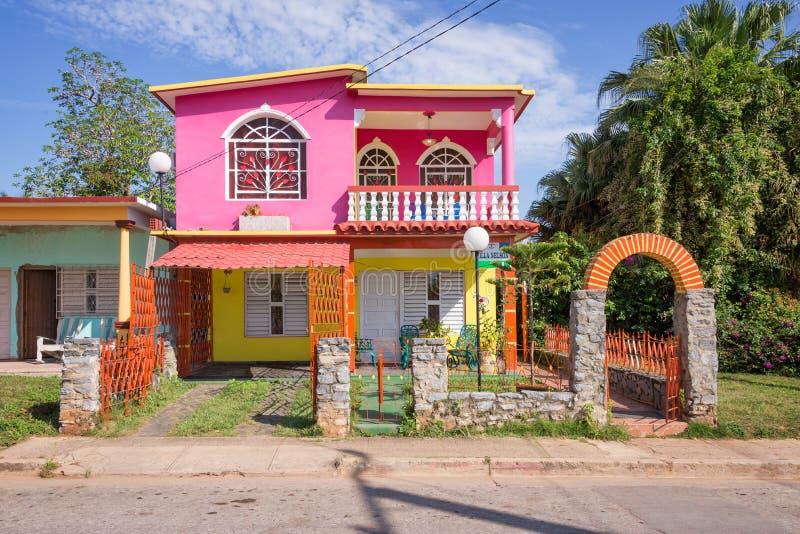 Casa colorida en Vinales imagen de archivo libre de regalías