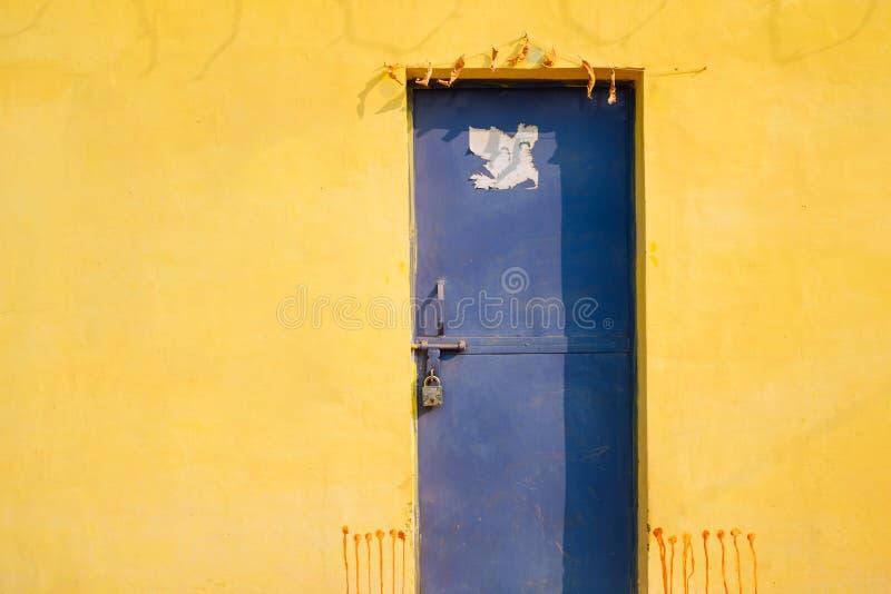 Casa colorida exterior na Índia foto de stock royalty free