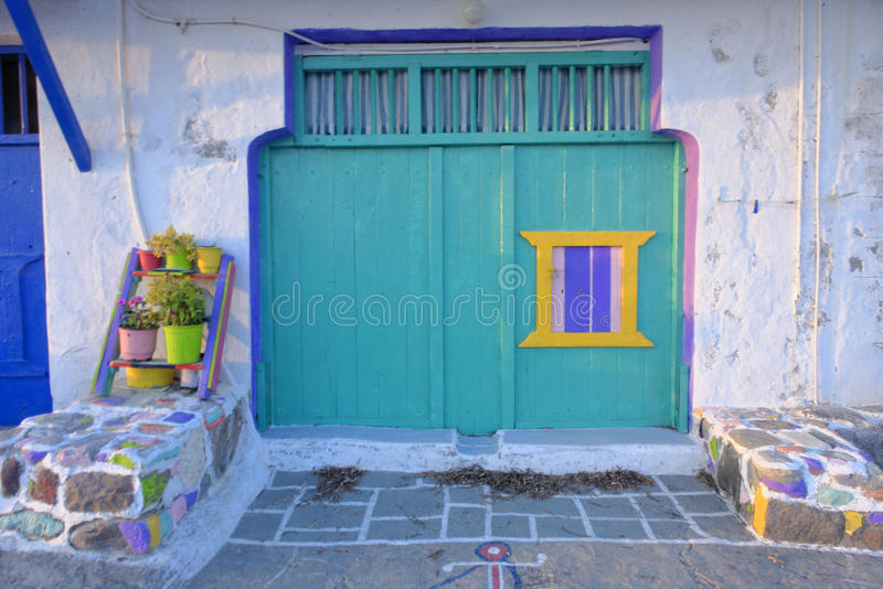 Casa colorida na vila de Klima fotos de stock royalty free
