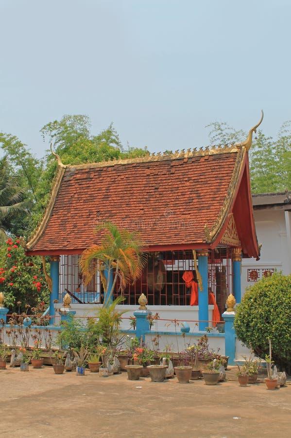 Casa colorida no monastério, Laos. fotografia de stock royalty free