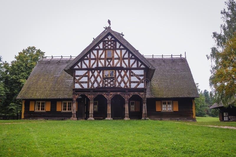 Casa com arcadas velha fotografia de stock royalty free