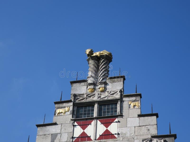 Casa com o boi dourado na Holanda de Dordrecht fotografia de stock