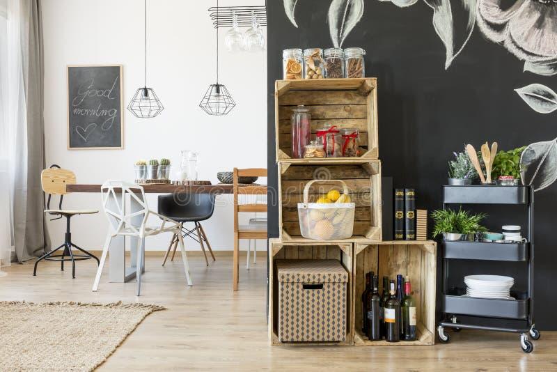 Casa com o espaço para refeições fotos de stock