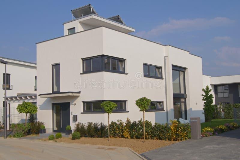 Casa com telhado liso fotografia de stock