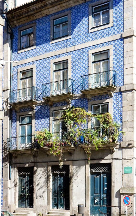 casa con azulejos y x28; tiles& x29; , Provincia de Oporto, el Duero, Portugal imagenes de archivo