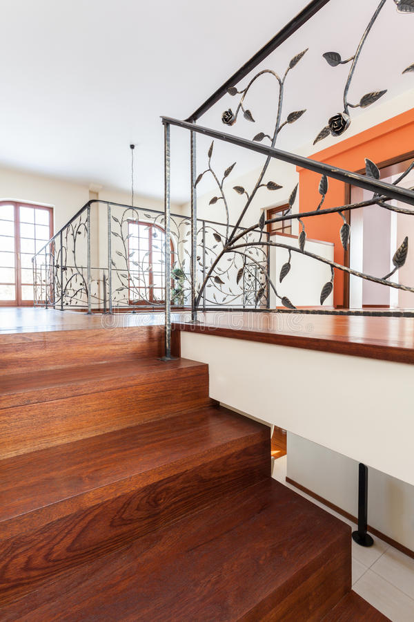 Casa con clase - escaleras elegantes foto de archivo