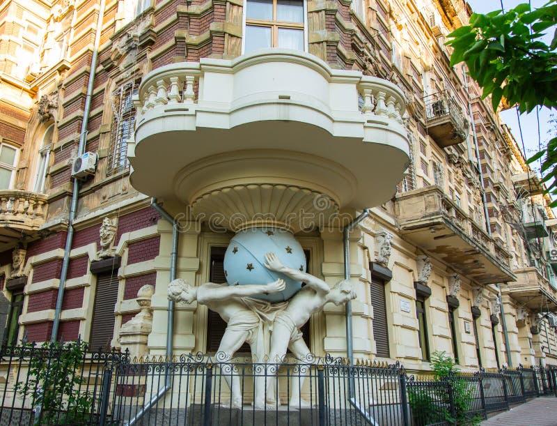 Casa con el Atlanteans, Odessa imágenes de archivo libres de regalías