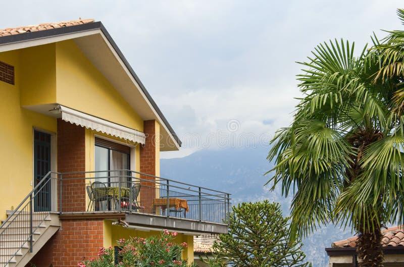 Casa con el balcón fotografía de archivo libre de regalías