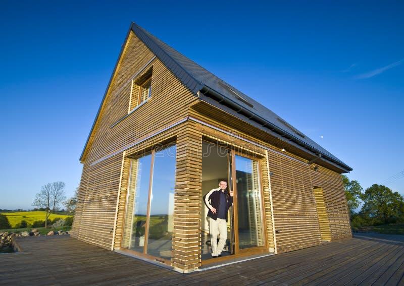 Casa con exterior de madera imágenes de archivo libres de regalías