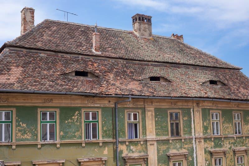 Casa con los ojos en Sibiu imagen de archivo