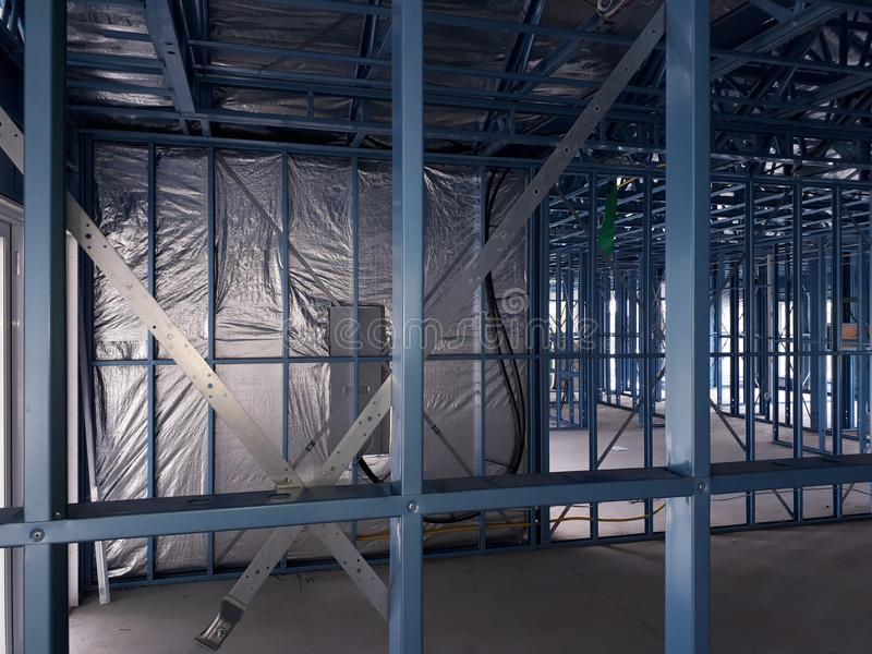 Casa con marco de acero imagen de archivo. Imagen de albañilería ...