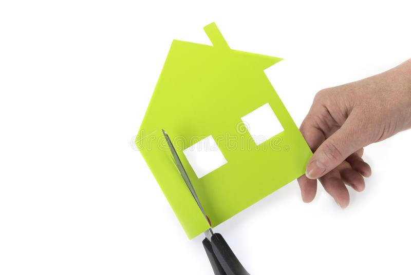 Casa cortada del papel Para poseer un concepto de la casa foto de archivo