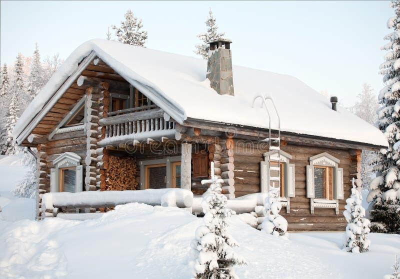Casa Cosy di inverno fotografie stock libere da diritti