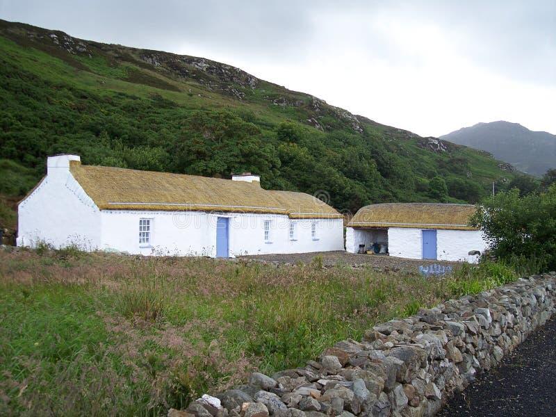 Casa cubierta con paja en Malin, Irlanda foto de archivo libre de regalías