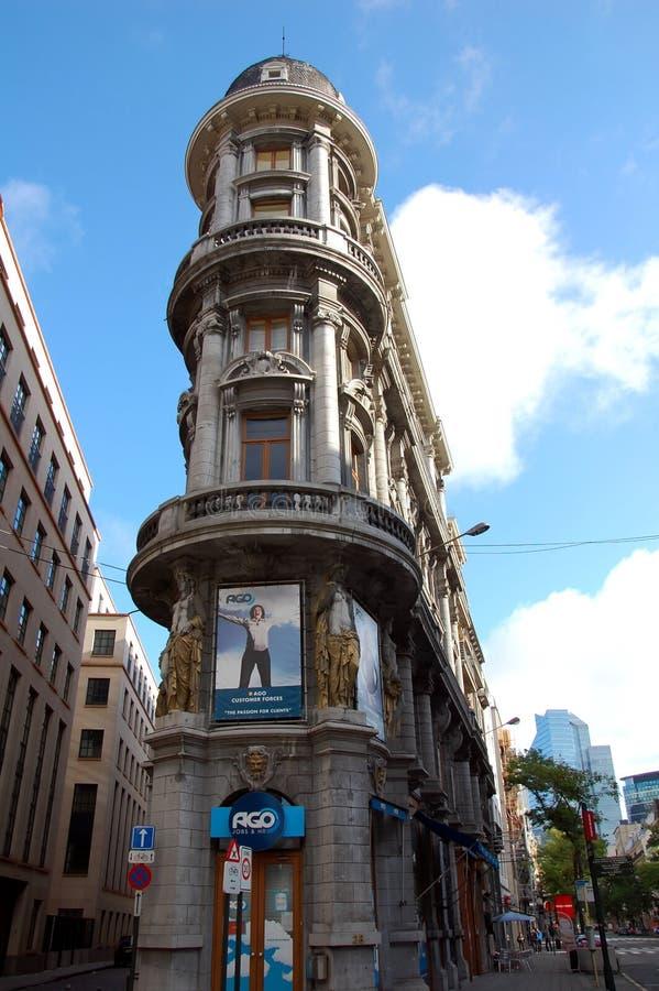 Casa d 39 angolo piacevole di stile di architettura di stile - Casa stile liberty ...