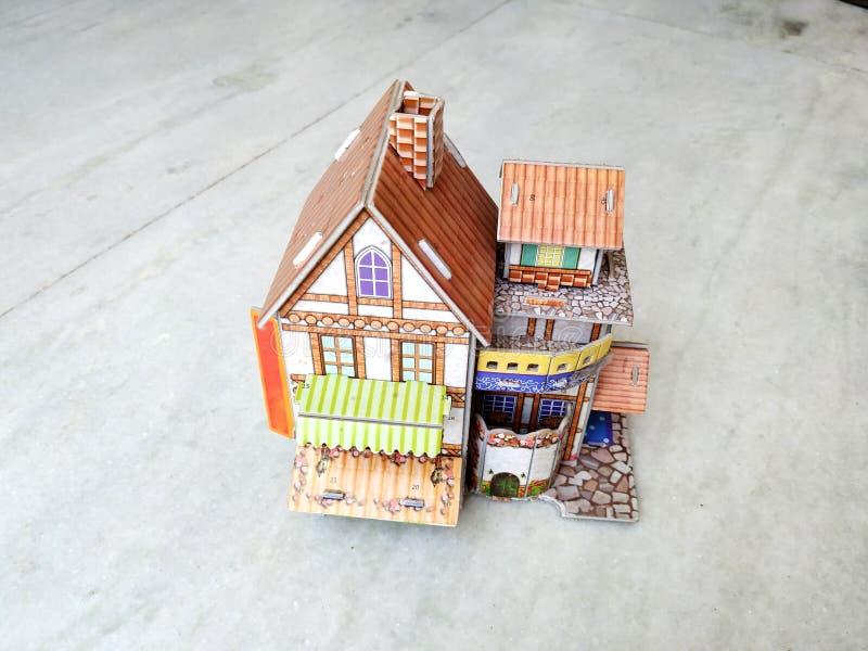 casa 3d moderna su fondo bianco immagini stock