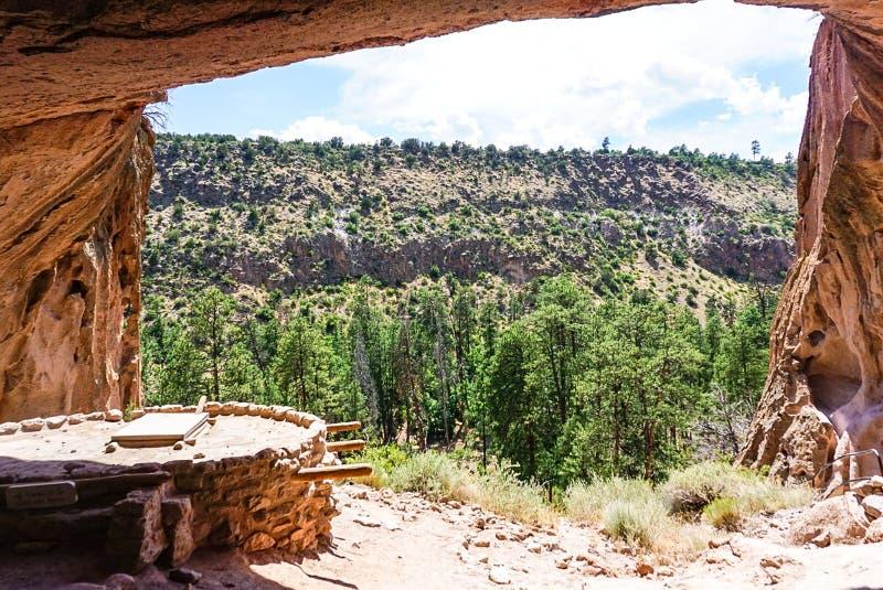 A casa da alcova no parque do monumento nacional de Bandelier em Los Alamos, New mexico imagem de stock
