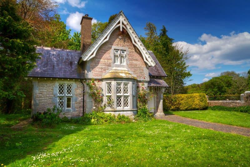 Casa da casa de campo do conto de fadas fotografia de stock royalty free