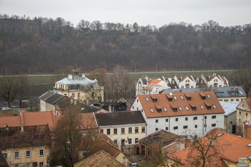 Casa da cidade velha de Kaunas lithuania imagens de stock
