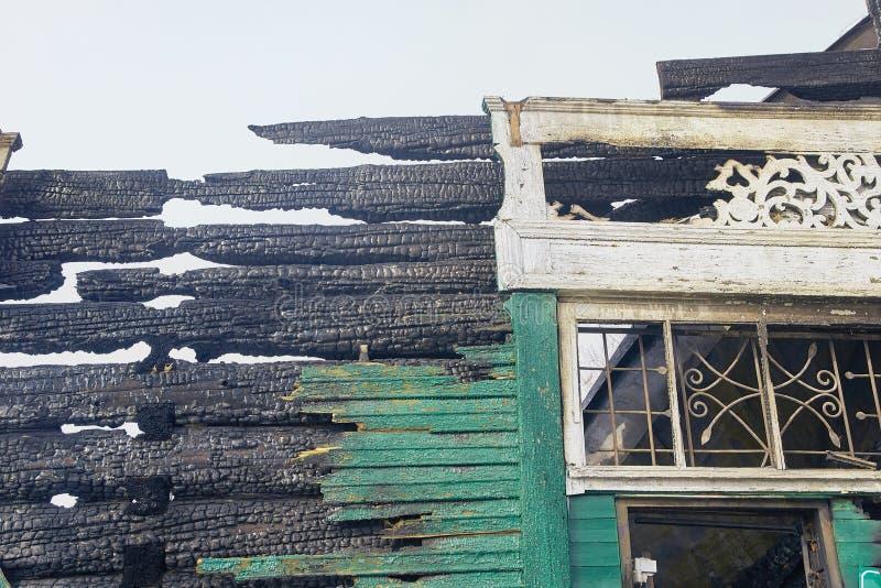 Casa da demolição Renovação de construção na cidade Disjuntor industrial imagens de stock
