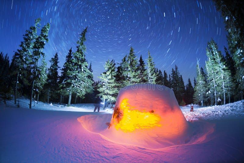 Casa da estrela nas montanhas imagens de stock