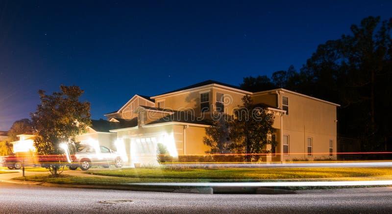 Casa da Flórida e céu azul imagens de stock