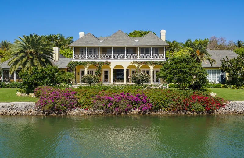 Casa da margem em Nápoles, Florida fotografia de stock