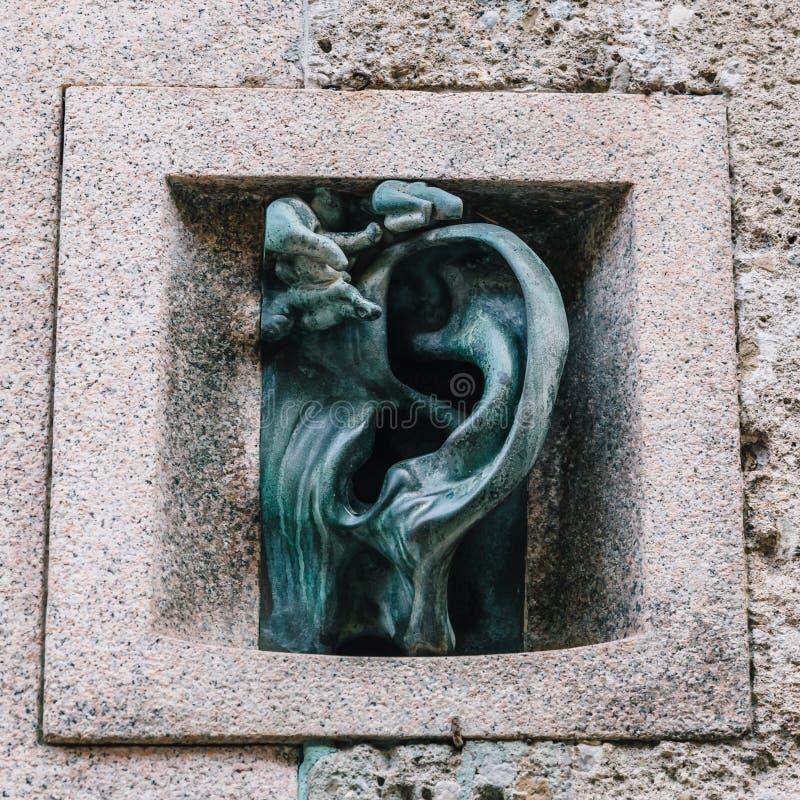 A casa da orelha do significado de Orregia do ` do dell do ` do Ca é uma referência a um intercomunicador auriforme de bronze cri fotografia de stock