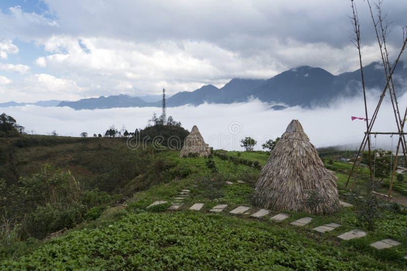 Casa da palha na vila Sapa do hmong, Vietname Vila tradicional Cultura antiga fotos de stock