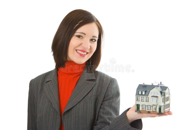 Casa da preensão da mulher nova na mão imagens de stock royalty free