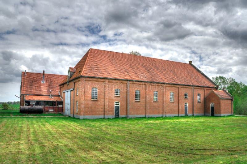 Casa da quinta do tijolo no campo