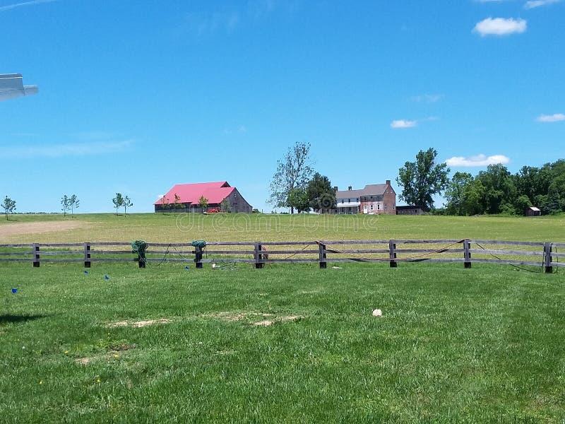 Casa da quinta e celeiro históricos imagens de stock