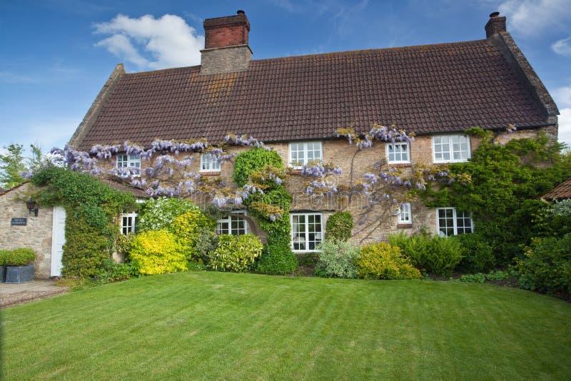 Download Casa Da Quinta Em Inglaterra Imagem de Stock - Imagem de cottage, inglês: 12801693