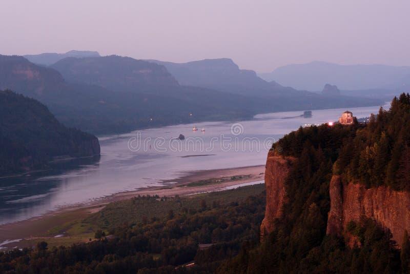 Casa da vista do Rio Columbia fotos de stock