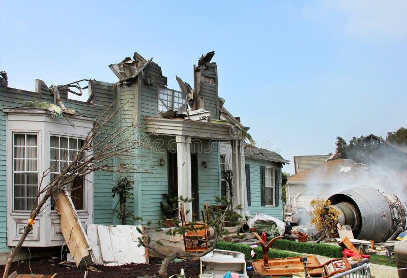 Casa danificada pelo disastre imagens de stock