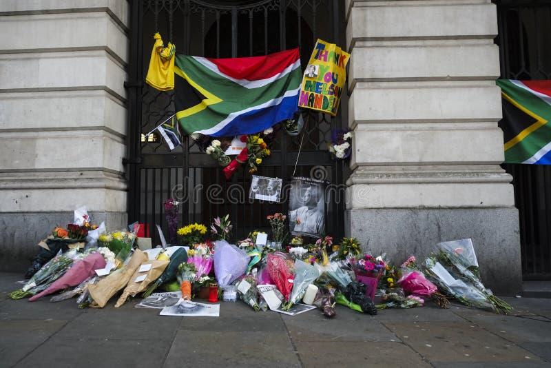 Casa de África do Sul em Trafalgar Square, London.Commemoration de Nelson Mandela. fotos de stock royalty free