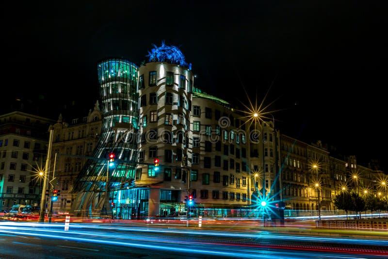 Casa de baile en Praga, exposición larga de la noche foto de archivo