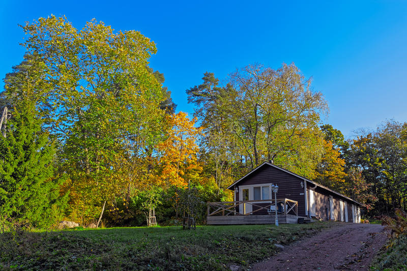 Casa de campo acolhedor amigável da família foto de stock