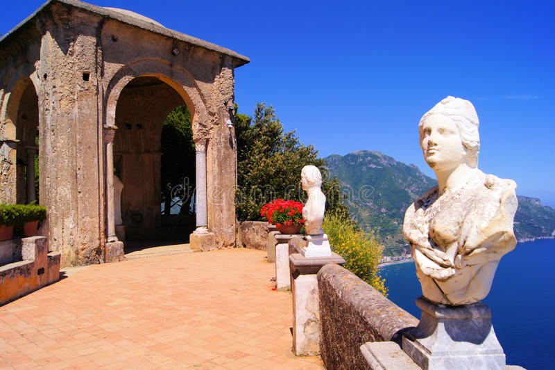 Casa de campo ao longo da costa de Amalfi imagens de stock